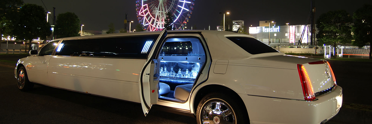 White Chrysler Limo 1